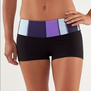 Lululemon Sz. 4 black with multicolour quilted band boogie shorts